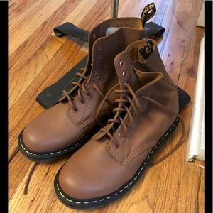 Brown 8 hole Dr.Martens NWT Soft Leather US9 UK7